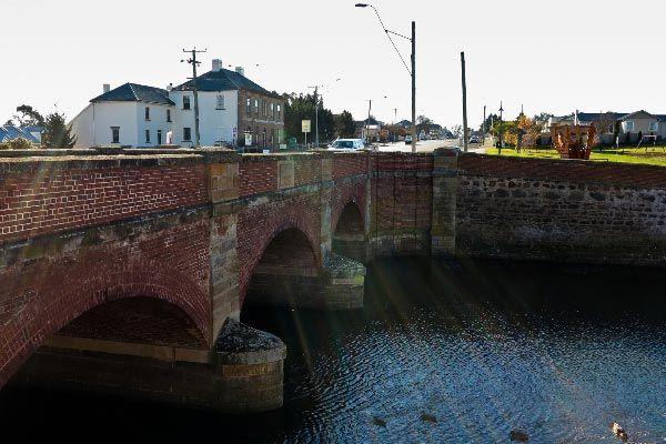 Elizabeth River: Campbell Town Tasmania - Red Bridge