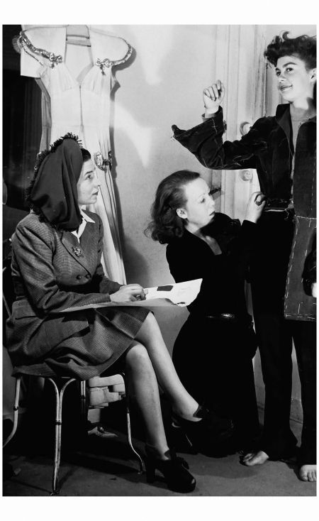 Madame Carven 1940's Born Carmen de Tommaso, Madame Carven  launched her couture label in 1945 Rex Features Archiviato in:Rex Features Archive Tagged: 40's, Carmen de Tommaso, Carven, Rex Features Arc
