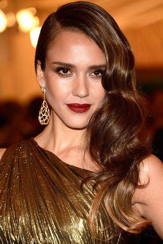 Capelli mossi: bellissima Jessica Alba!