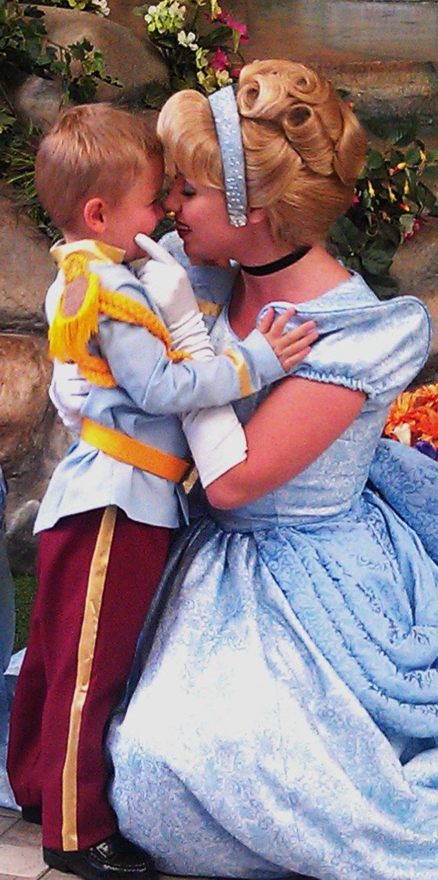 this would be such a cute Halloween costume for a mom and little boy!!