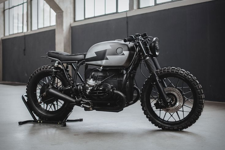 Dresden-based custom bike builders Hookie Co. have released their newest build, the Hammerhead. The engine and carbs have been completely rebuilt, with a custom-made exhaust added. Lowered suspension sets the stance and Motone switchgear with a Motogadget display keep the...