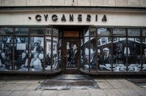 Gdyńska Cyganeria pamięta lata 40. ubiegłego wieku i tamtejszą bohemę artystyczną. Kawiarnia jest obecnie w remoncie, ale wnuk założycielki,...