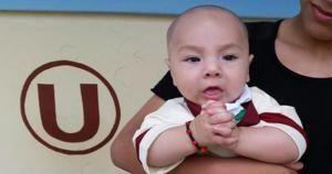 Raul Diaz llevó a su hijo al estadio vestido de crema. Nov 16, 2014.