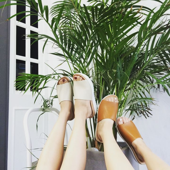"Instagram의 FYVFYV님: ""How We Fool Around #behindthescenes #inspiration #platform #platformsandals #cute #instafashion #model #styles #outfit #shopping #whatiwore #mylook #instashoes #love #followforfollow #picnic #foolaround #offwego #summervibes #toohot #alwaysonholiday #takemebacktuesday #fyvfyv"""