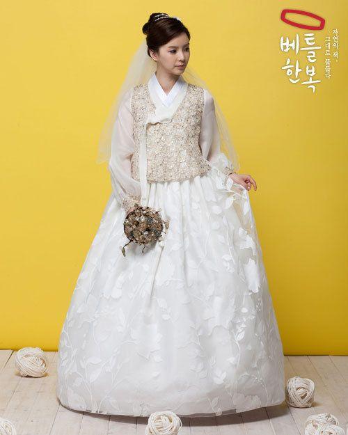 Bridal withe 한복 Hanbok / Traditional Korean dress