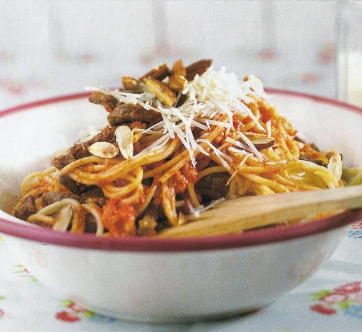 Spaghetti Met Geroosterde Paprika En Biefstuk recept | Smulweb.nl