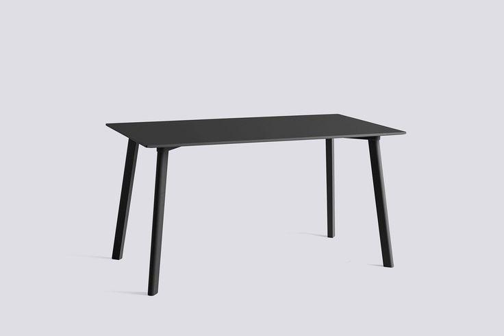 Få farger og enkle møbler