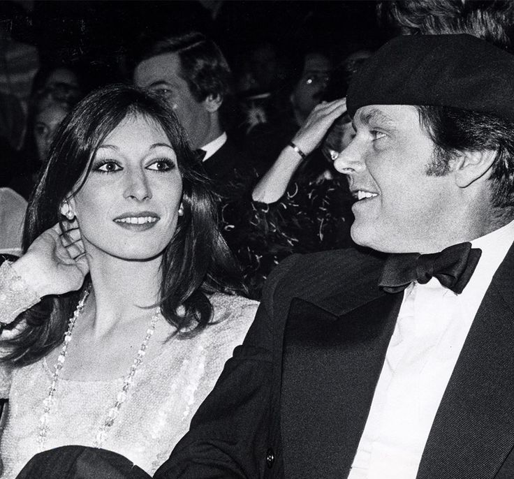 Anjelica Huston and Jack Nicholson | A Moment in Time | The Violet Files | VIOLET GREY