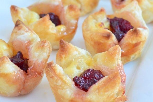 Cranberry brie bladerdeeg hapjes