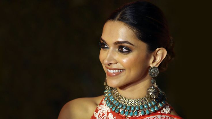 The coolest summer wedding beauty trends, as seen on Bollywood | Vogue India | Section :- Beauty | Subsection :- Insider | Author :- Sneha Mankani | Embeds :- slideshow-bottom-text | Covers :- column-width-cover | Publish Date:- 03-09-2016 | Type:- Story-editorial