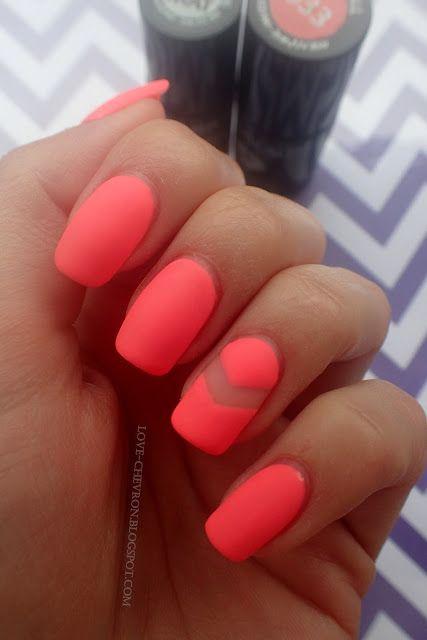 Love Chevron: Manicure hybrydowy Semilac Pink Doll 033 - matowy + negative nails