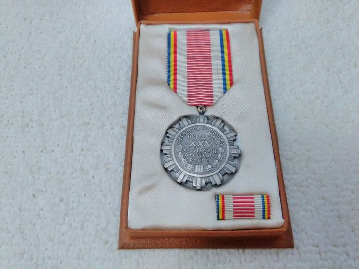 Romania/Romanian 25th Anniversary of Liberation from Fascism Medal Pin Badge