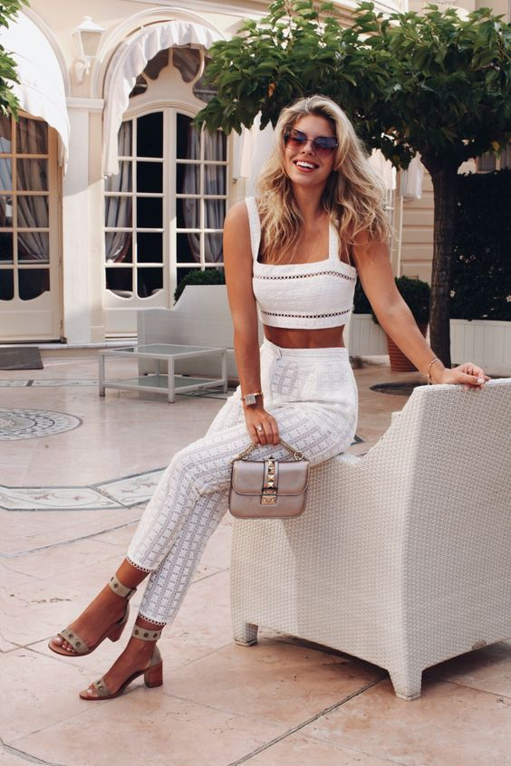 SO many cute clothes at this site!!! Love this all white set. Kind of reminds me of Brigit Bardot?!