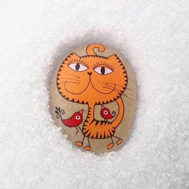 ❄️❄️❄️❄️ #stoneart #stonepainting #stoneartist #cats #snow #snieg #zima #winter…