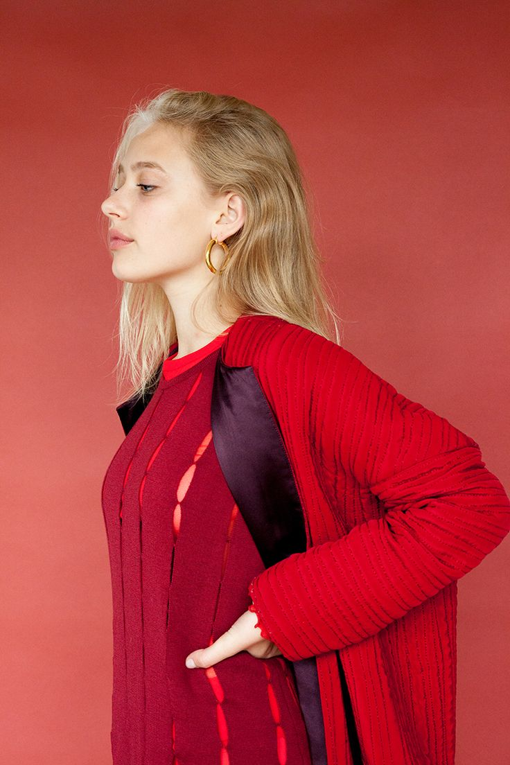 4 Cool Red Outfits to Wear From Head to Toe | Red outfit, Model, Girl