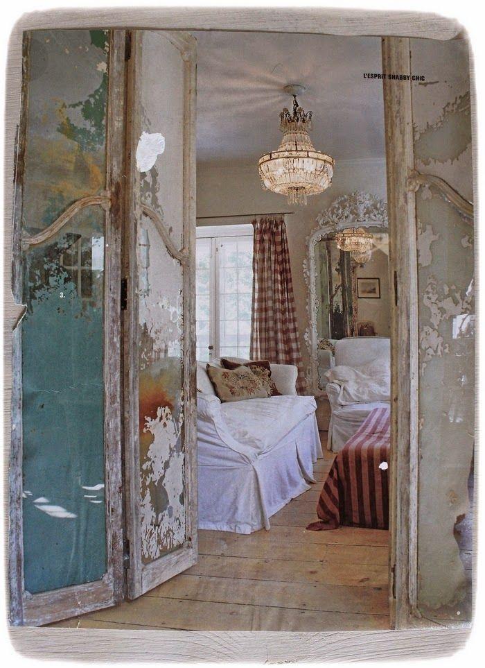Nice M as Vintage Ornamente an M beln eingef gt Der majest tisch provencalische Kleiderschrank