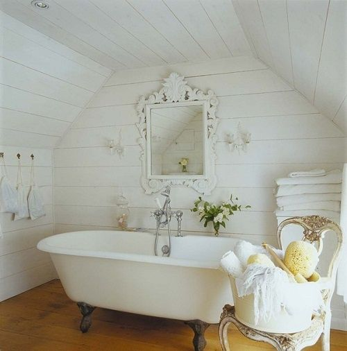 The charm of an antique bathroom!