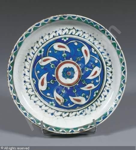 IZNIK CERAMIC, 16 > (Turkey) Title : Plat Sahan Date : 1590/1600 Plat Sahan sold by Aguttes, Paris, on Monday, June 25, 2007