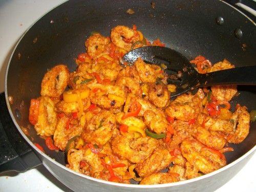 Calamars à l'armoricaine | Initiez-vous à la cuisine bretonne avec des calamars à l'armoricaine ! Copieuse et savoureuse, notre recette de calamar à la sauce tomate ravira toute la famille !