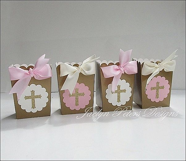 Our handmade pink, ivory and gold glitter cross communion party popcorn boxes will surely impress your guests! Perfect for your dessert table or to package thank you treats or gifts. Fabulous Features