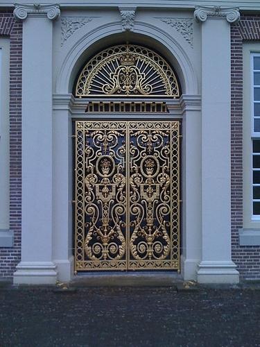 Tuinen Paleis Het Loo by michieltebbes, via Flickr
