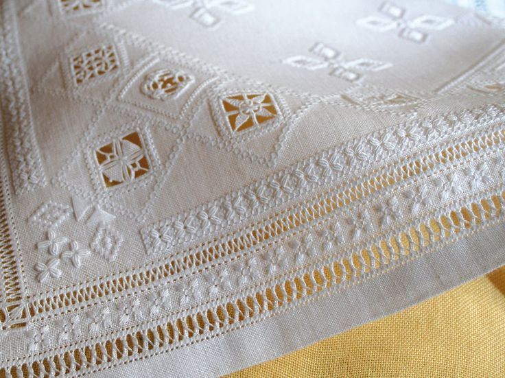 Reticella Embroidery from 'Stelle e bordure a reticello' (Stars and Borders in Reticello) by Giuliana Buonpadre (copertin-ricamo-in-bianco)