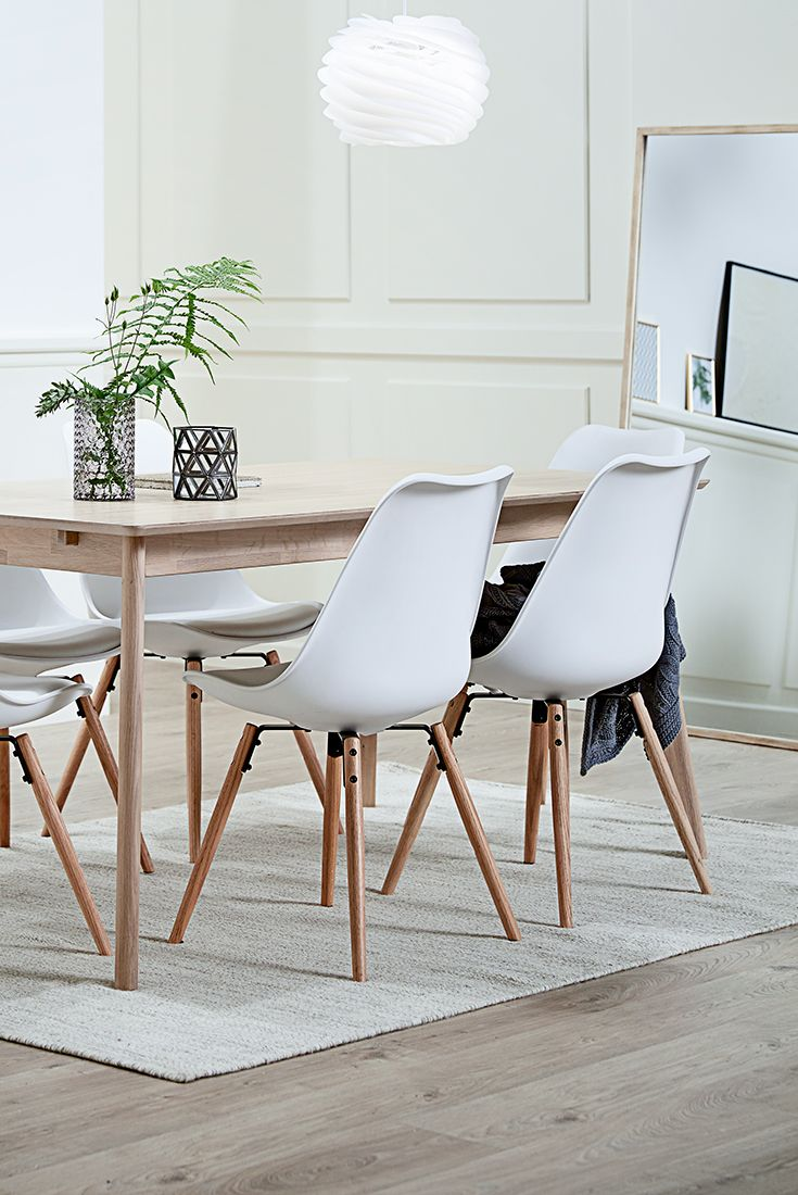 Use a mirror in a dining room to make it look bigger - Scandinavian living