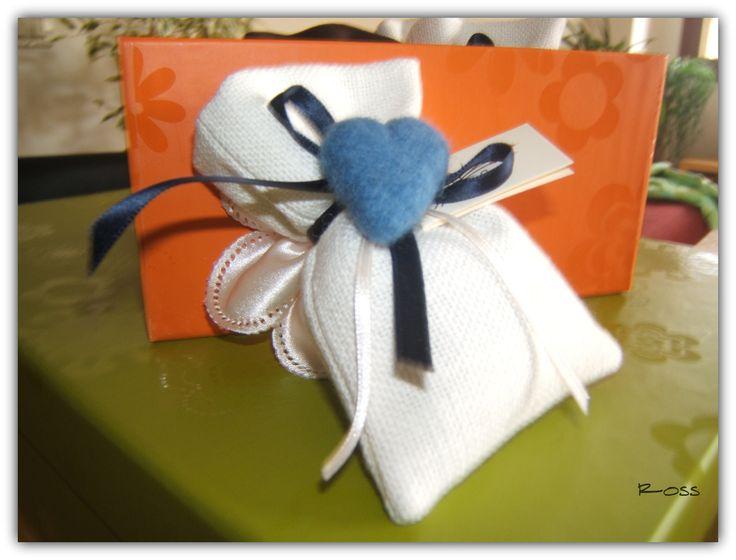 bomboniera con cuore in lana cardata :)