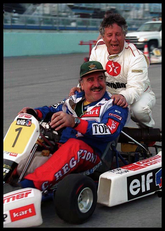 As time goes by... 1998 Clay Regazzoni y Mario Andretti. Pese a quedar inmovil de la cintura para abajo a causa del accidente de Long Beach 1980, Clay no abandonó las carreras. Corrió en numerosas categorías desde el karting hasta el Paris-Dakar manejando camiones 6WD especialmente adaptados para ser controlados desde comandos en el volante, como este karting en el que se divierten como niños con Mario en 1998