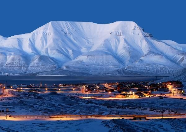 Experience the northest spot posible and go all over the place: Svalbard