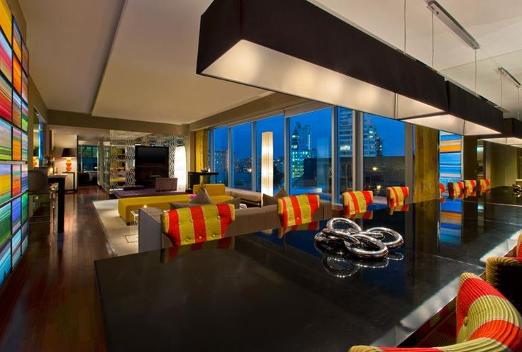 E WOW Suite - Living Room