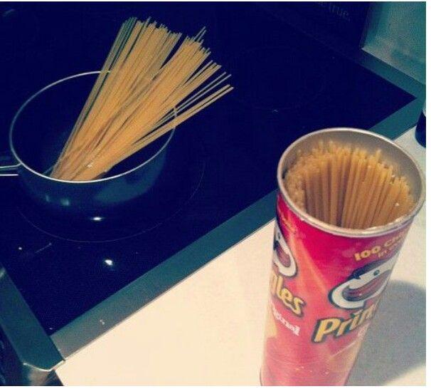 Lo sapevate che il tubo delle patatine è della stessa lunghezza degli spaghetti?!