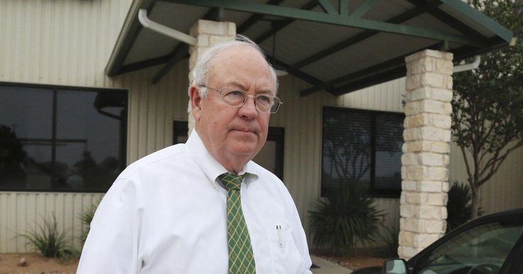Ex-Baylor president Ken Starr resigns as school's chancellor