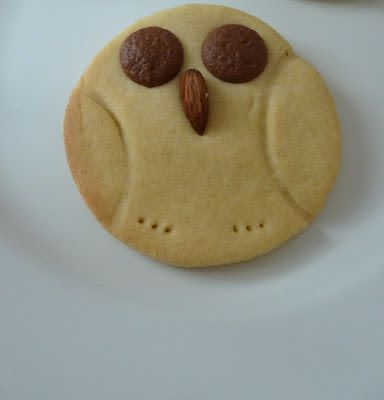 Flicking the Vs: Shortbread owls - a cute vegan cookie recipe