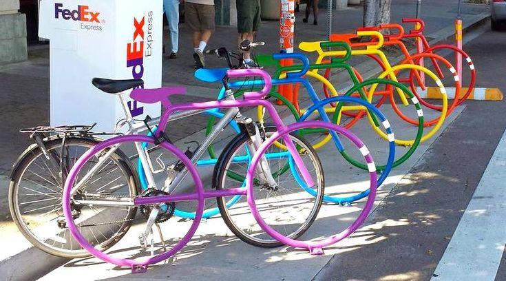 RACKS GERAM MAIS EMPREGOS, NEGÓCIOS E LAZER – No bairro com predominância do público e empresas LGBT, os bicicletários são pintados com as cores da bandeira do arco-íris. Nas demais áreas res…