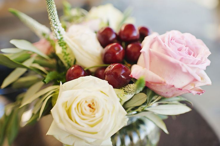 <3 Fairytale bouquet <3 White o'hara and light pink roses, veronica flowers and fresh cherries!