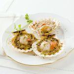 Una ricetta dal sapore speciale e divertente, quella del gratin allo scalogno con salsa al coriandolo di Sale&Pepe. Un piatto da leccarsi i baffi.