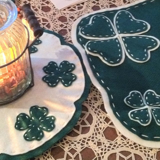 Candle Mats: Crafts Ideas, Felt Wool, Pennies Rugs, Felt Crafts, Fabrics Crafts, Holiday Stuff, Candles Mats, Felt Fabrics, Crafty Ideas