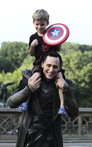 The Story behind the picture: A little boy and his mother came to the set of the Avengers, hoping to meet Captain America. Not only were they sent away, but brought back by the captain himself. Then, of course, our sweetheart Tom wanted to meet the little boy. Bless 'em :')