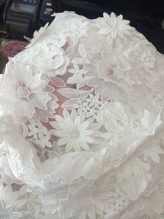 Antik White Lace Tuch, 3D floraler Spitze für Mädchen, Frauen, Kleidung / DRESS Lace-Versorgung, Löslichkeit Spitze Stoff  Farbe: weiß Die wirkliche Farbe möglicherweise geringfügig von den Bildern auf der Webseite, die Helligkeit des Monitors und Licht Helligkeit verursacht. Breite 110CM(43) Ursprungsort: China Material: Viskose / Baumwolle  Die Spitzen sind perfekt für Dessous, BH, Kleider, Puppen, Hochzeits-verschleiern, Kunst verändert, Couture, Kostüm, Schmuck-Design, Kissenbez...