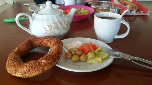Kahvaltının mutlulukla bir alakası olmalı