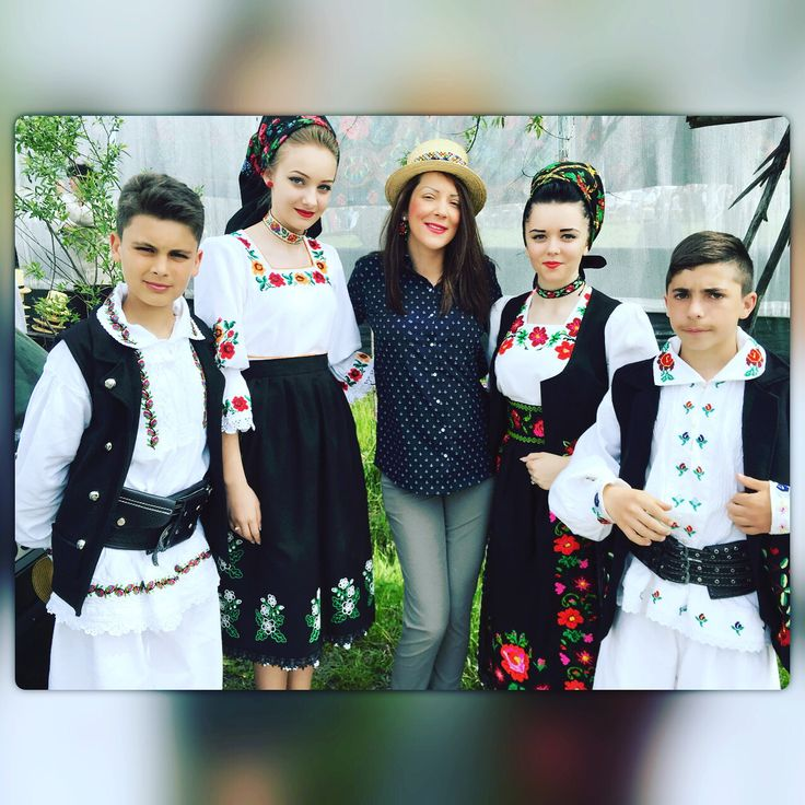 Romanian girls and boys Traditions HappineSS