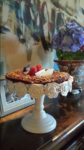 Bolo de chocolate recheado com chantilly e morangos.As críticas foram  as melhores! !!!...