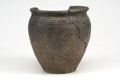 imported pottery, possibly of Slavic origin. Found at Birka. (Historiska Museet)