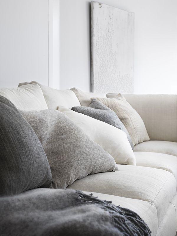 I samarbete med det svenska familjeföretaget Englesson har jag fått möjlighet att visa färska bilder på deras nya möbelkollektion som lanserats i vår. Bland annat soffan Strömstad och soffbordet Sirus