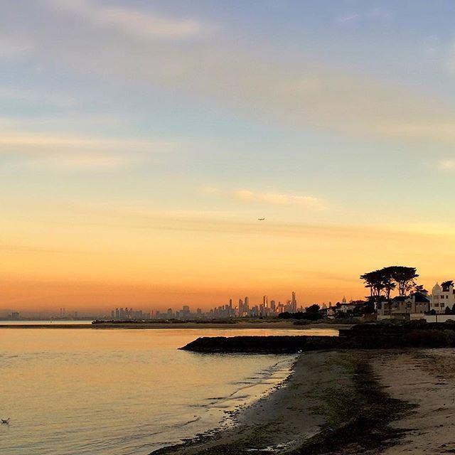 You can just see the Qantas airplane going over Melbourne's skyline ✈️ #brighton #bayside #melbourne #melbournelifelovetravel #loveit #visitmelbourne #sunrise #skyline #morning #golden #beachlife #beautiful #picturesque #thatview #autumn #instamelbourne #instagood #instasunrise #qantas #australia #instamorning #beach #magical #instaview