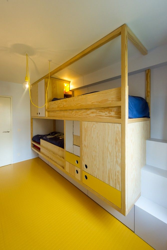 fixed bunk bed with storage space Van Straeyen interieur architecten