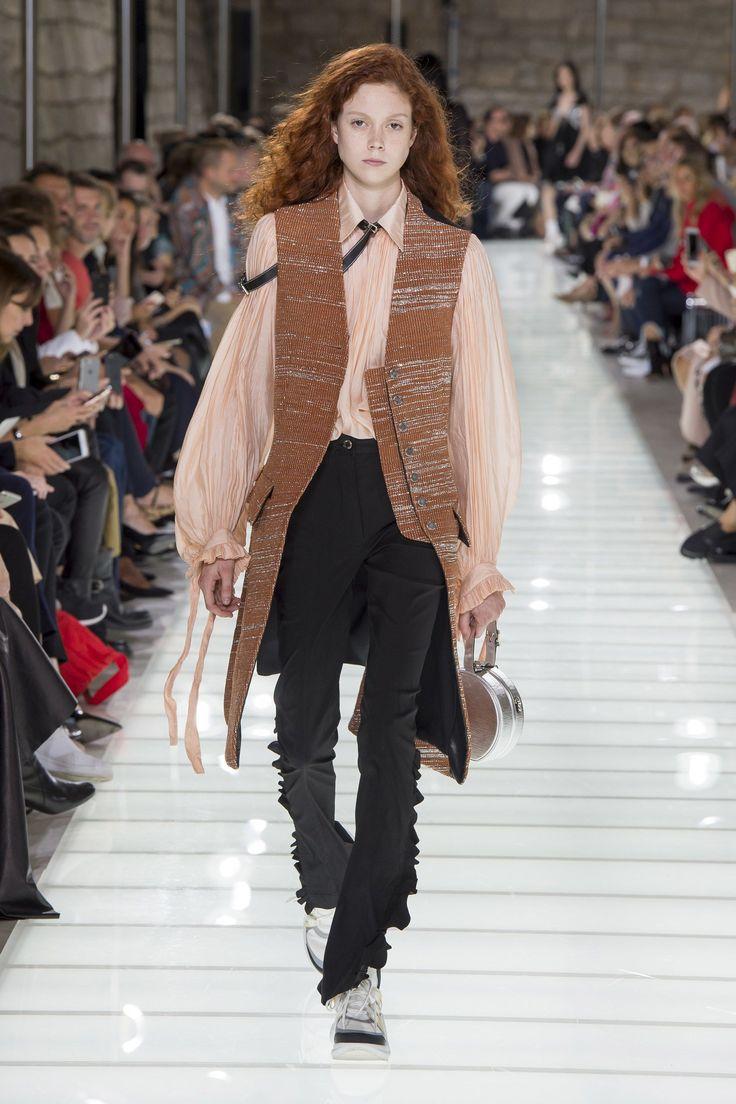 Louis Vuitton Spring 2018 Ready-to-Wear  Fashion Show - Natalie Westling (Elite)