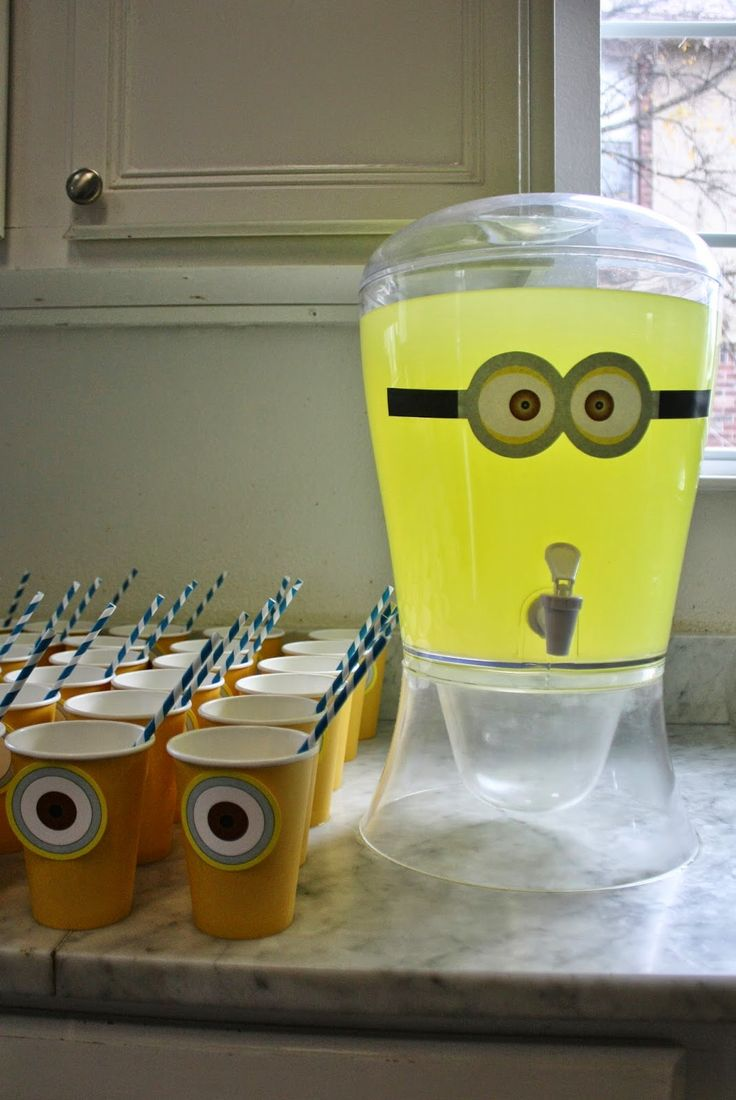 Lemonade and cups with minion eyes for minion party décor.