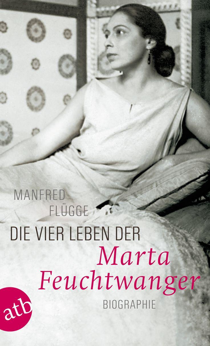 Muse, Grande Dame, Ikone des deutschen Exils - Marta Feuchtwanger gehört neben Katia Mann und Alma Mahler-Werfel zu den großen Dichterfrauen des 20. Jahrhunderts. Manfred Flügge erzählt das Leben dieser außergewöhnlichen Frau, die durch ihre Schönheit, ihren selbstbewussten Witz und ihre Lebensklugheit schon die Zeitgenossen faszinierte.    Mehr zum Buch unter http://www.aufbau-verlag.de/die-vier-leben-der-marta-feuchtwanger-1331.html  #aufbau_taschenbuch #frauen #roman